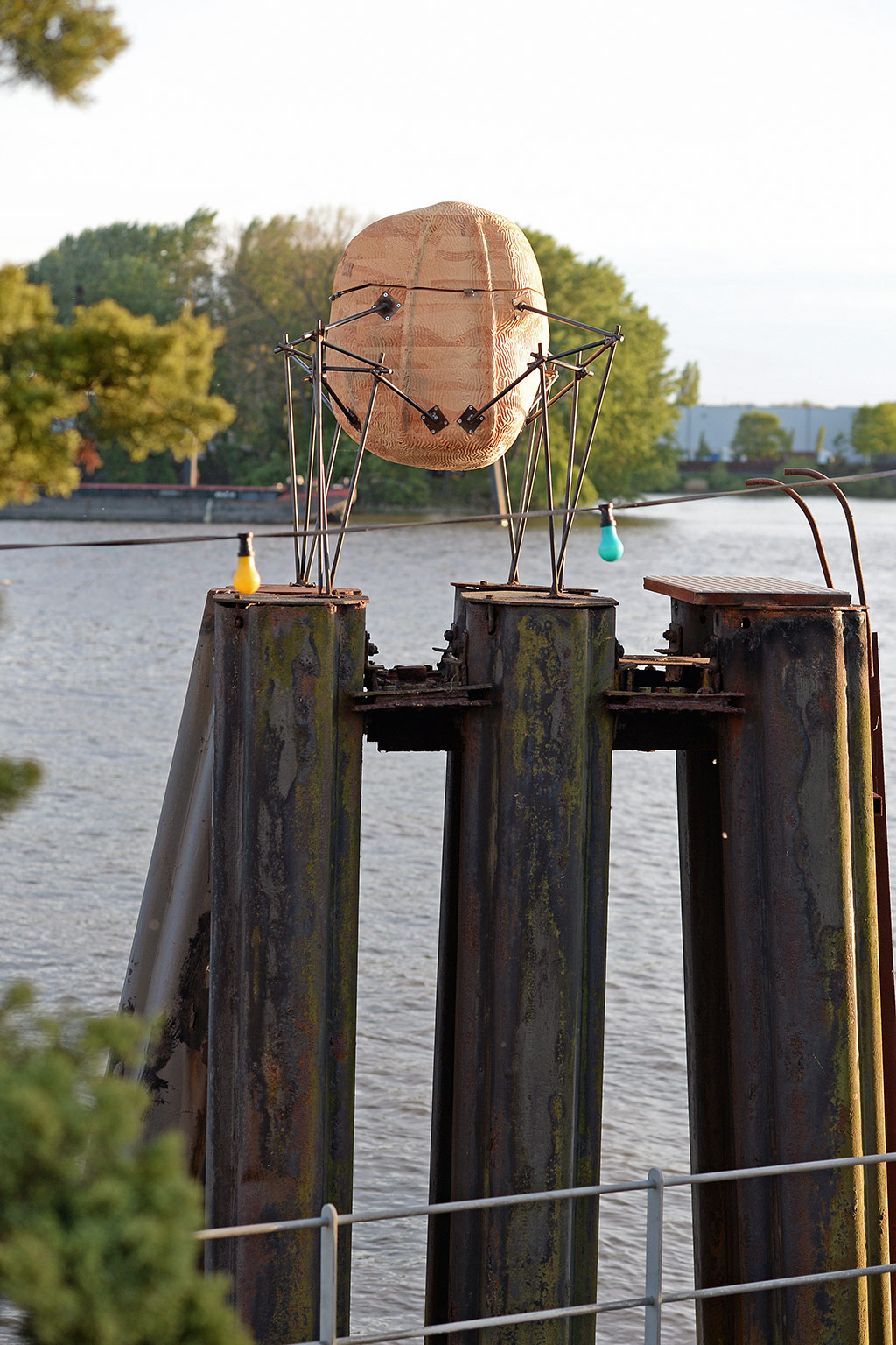 Beehive on pile moorings in Entenwerder © Felix Amsel