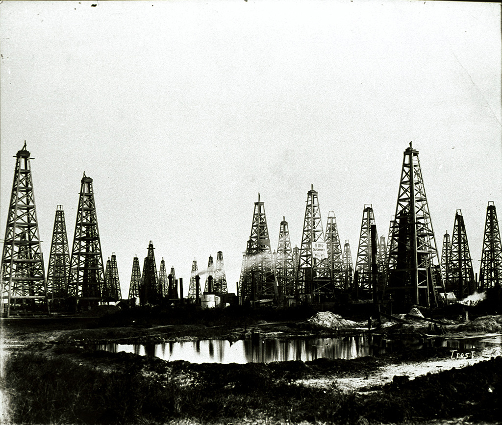 Die Oil City in Spindletop, Texas, 1903, nachdem dort 1901 ein großes Ölfeld entdeckt wurde © Tyrell Historical Library (Beaumont, Texas) the Gilbert Papers, MS 159